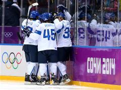 Selanne double as Finns trash USA for bronze