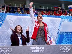 Adelina Sotnikova stuns Kim to win Olympic gold