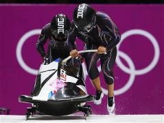 USA lead two-woman bobsleigh